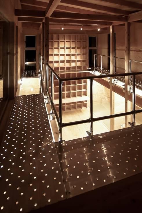 MST3-house.: AtelierorB  が手掛けた廊下 & 玄関です。