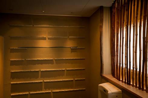 Rest room 東の厠2: TAKA建築設計室が手掛けたホテルです。
