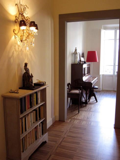 appartamento a Porta San Frediano Firenze: Soggiorno in stile  di architetto alessandro condorelli
