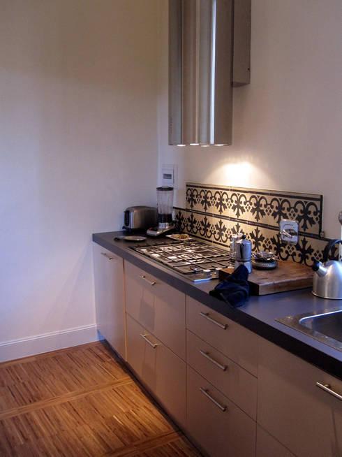appartamento a Porta San Frediano Firenze: Cucina in stile in stile Moderno di architetto alessandro condorelli