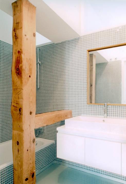 REHABILITACIÓN DE EDIFICIO CONDE DE ROMANONES. Madrid: Baños de estilo industrial de Beriot, Bernardini arquitectos