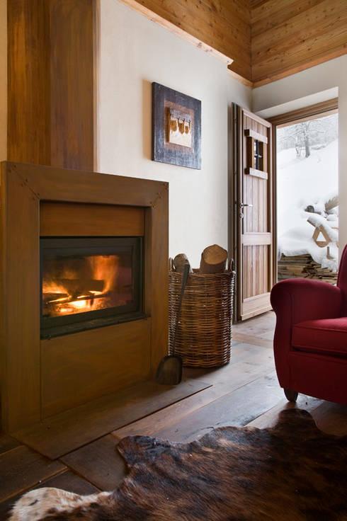 Living room by geroni modi di abitare sas