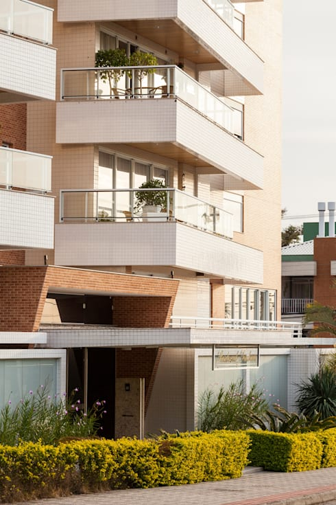 Residencial Terrabrava: Casas modernas por Mantovani e Rita Arquitetura