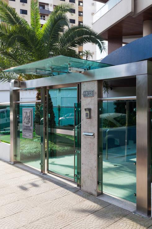 Residencial Parque da Luz: Casas modernas por Mantovani e Rita Arquitetura