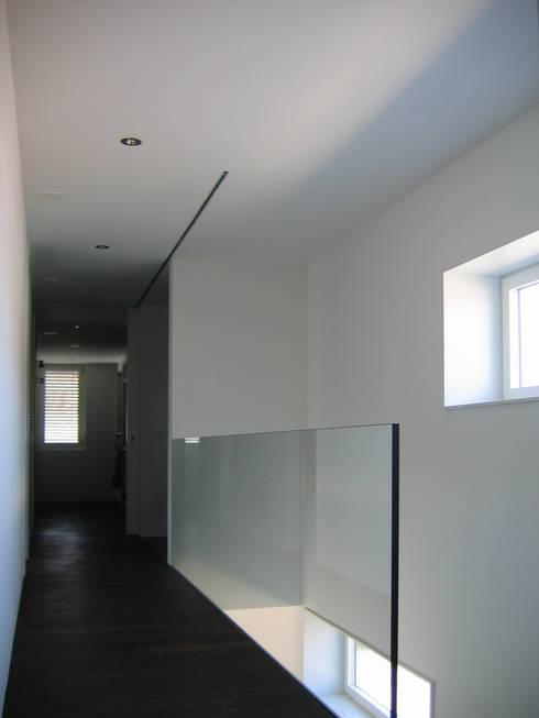 EFH Steinbreite, Ehrendingen, 2009:  Flur & Diele von 5 Architekten AG