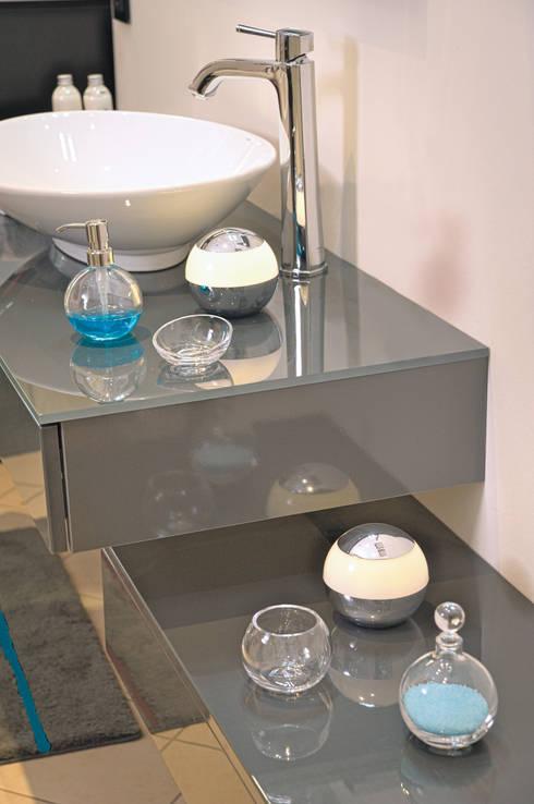 Globe Light von NICOL:  Badezimmer von NICOL-MÖBEL
