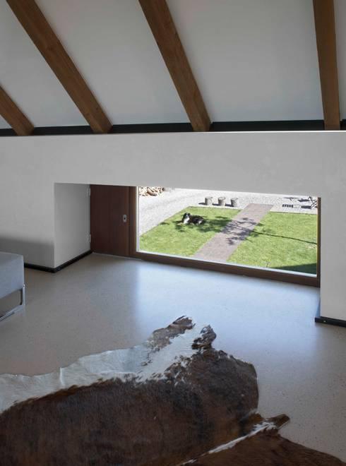 Kinderfenster:  Wohnzimmer von Dipl.-Ing. Michael Schöllhammer, freier Architekt