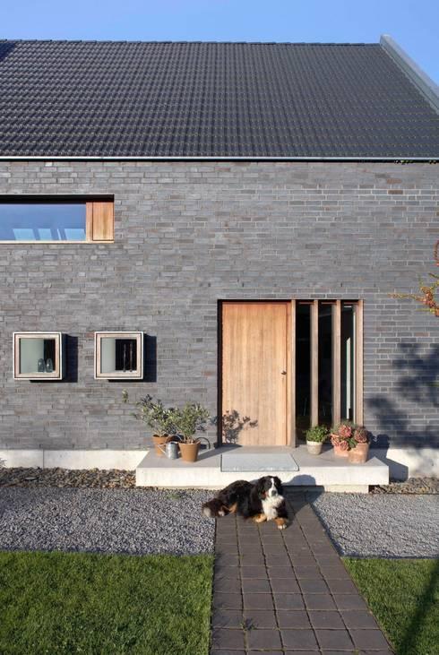 Eingang:  Häuser von Dipl.-Ing. Michael Schöllhammer, freier Architekt