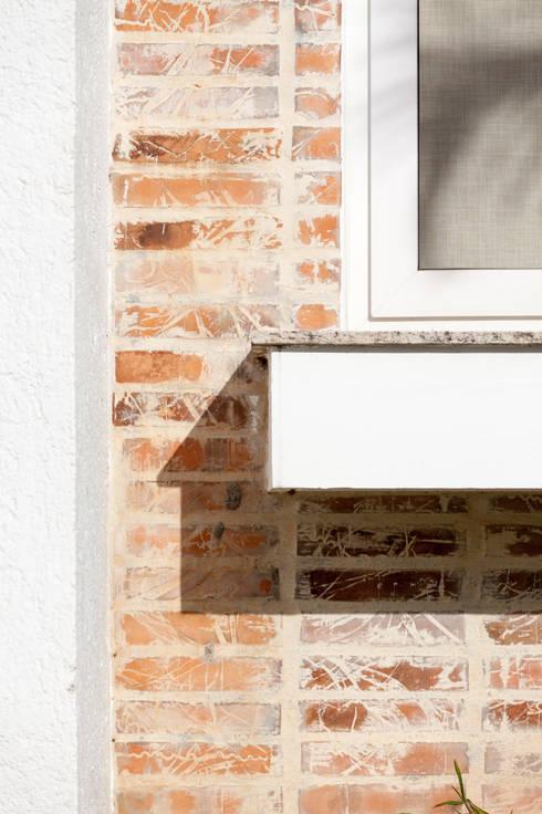 Residência Condomínio Marina Philippi: Casas modernas por Mantovani e Rita Arquitetura