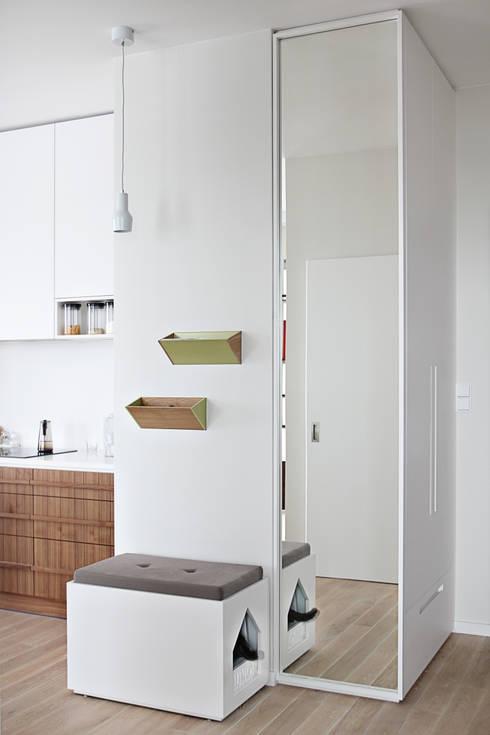 Apartament SW: styl , w kategorii Korytarz, hol i schody zaprojektowany przez PB/STUDIO