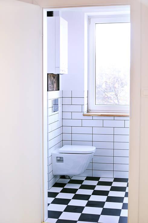 Mieszkanie studenckie: styl , w kategorii Łazienka zaprojektowany przez PB/STUDIO