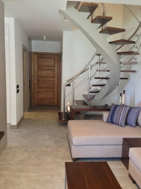 Tuncer Sezgin İç Mimarlık – Çeşme'de Yazlık Ev:  tarz