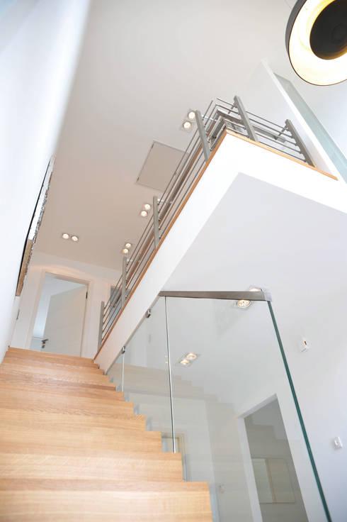 Projekty,  Korytarz, przedpokój zaprojektowane przez STREIF Haus GmbH