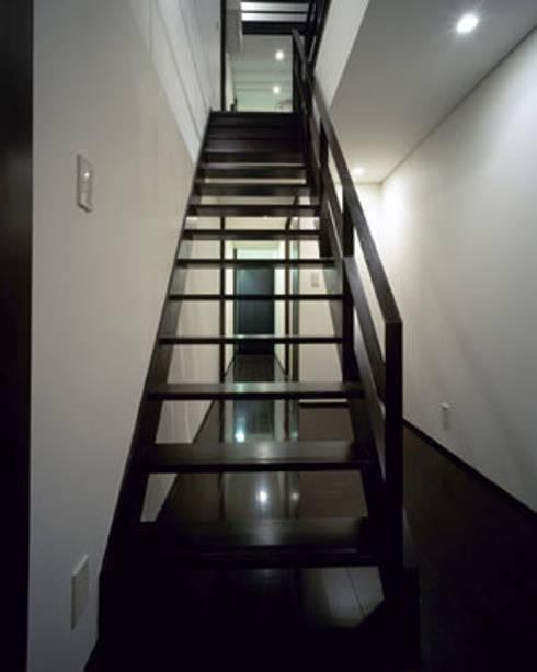 緑井の家: 有限会社アルキプラス建築事務所が手掛けた廊下 & 玄関です。
