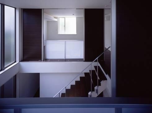 大塚の家~プラスワン!~: 有限会社アルキプラス建築事務所が手掛けた廊下 & 玄関です。