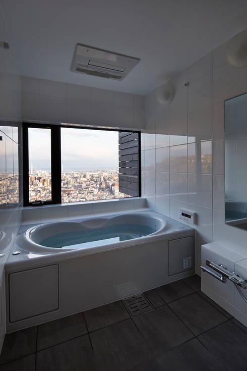 バスルーム: 1級建築士事務所 アトリエ フーガが手掛けた浴室です。