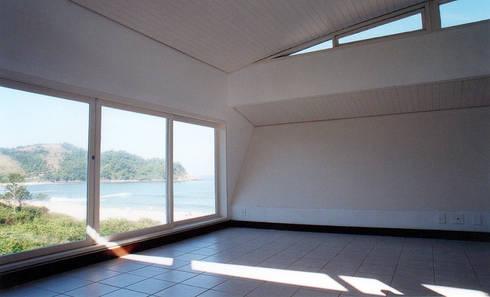 Barra do Una | condomínio: Hotéis  por ARQdonini Arquitetos Associados
