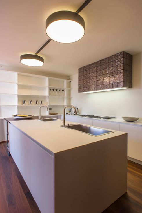 Residenza Colli Veneti: Cucina in stile in stile Moderno di Andrea Tommasi
