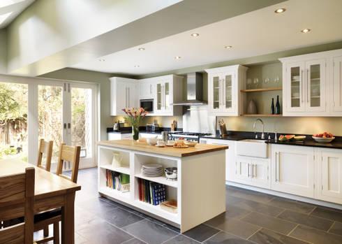 Cocinas de estilo clásico de Harvey Jones Kitchens
