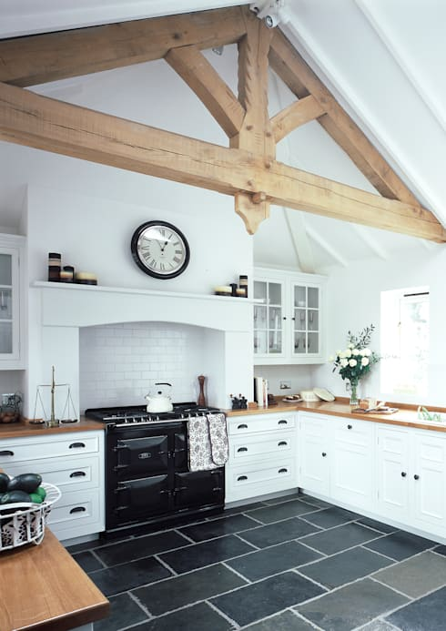 Original kitchen by Harvey Jones: classic Kitchen by Harvey Jones Kitchens