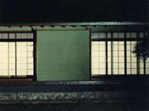 武蔵野現代数奇屋の家外観一部: 株式会社 山本富士雄設計事務所が手掛けた家です。