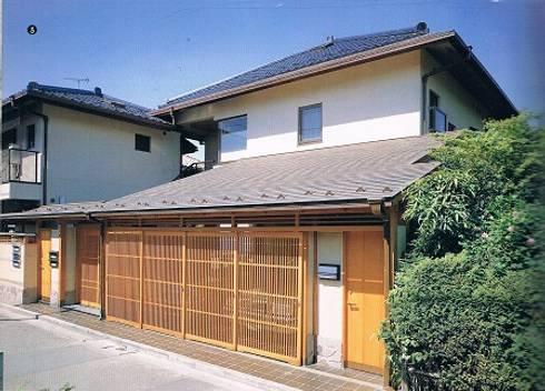 鉄筋コンクリート造の現代数寄屋の家: 株式会社 山本富士雄設計事務所が手掛けた家です。
