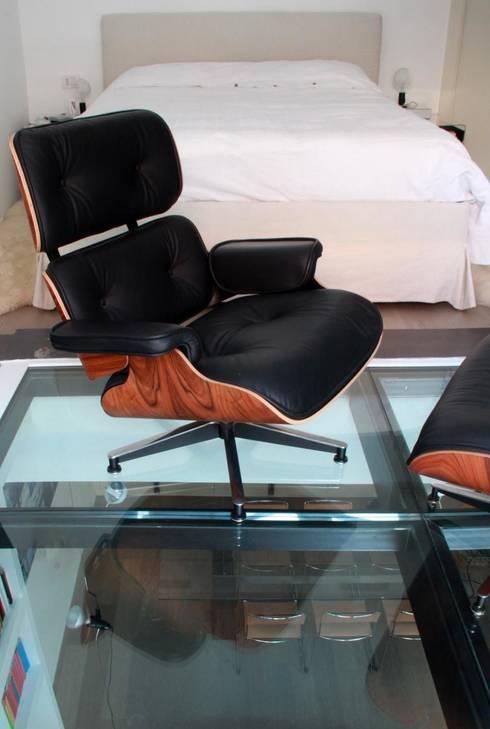 CAMERA PADRONALE: Camera da letto in stile in stile Moderno di T+T ARCHITETTURA