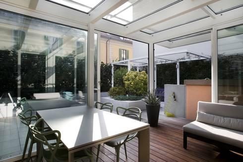 Abitazione con terrazzo milano di luca bianchi for Casa in stile ranch con veranda