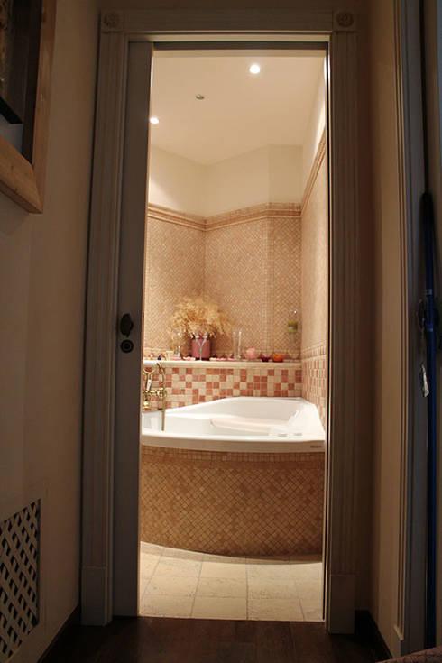 Appartamento in Bari - Tendenze a confronto: Bagno in stile in stile classico di SILVIA ZACCARO ARCHITETTO