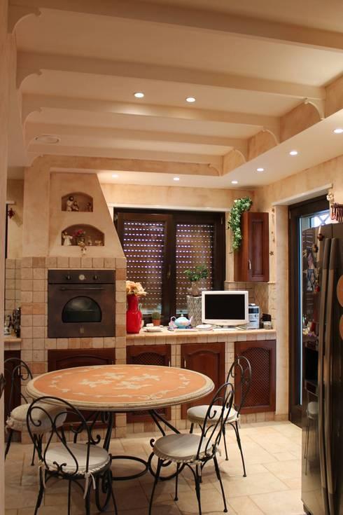 Appartamento in Bari - Tendenze a confronto: Cucina in stile in stile Classico di SILVIA ZACCARO ARCHITETTO
