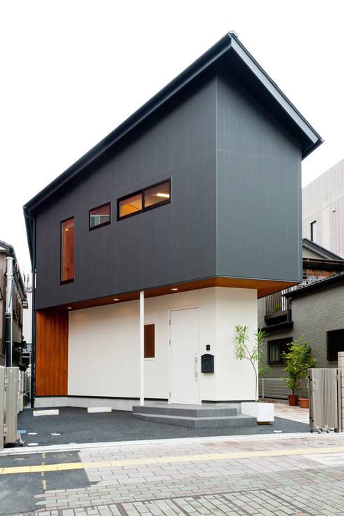 Projekty, eklektyczne Domy zaprojektowane przez アルキテク設計室