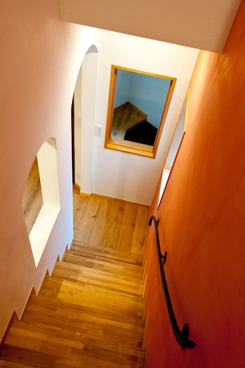 階段: アルキテク設計室が手掛けた廊下 & 玄関です。