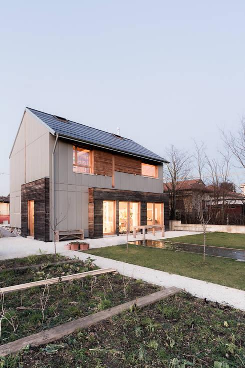 Projekty, minimalistyczne Domy zaprojektowane przez paolo carlesso architetto