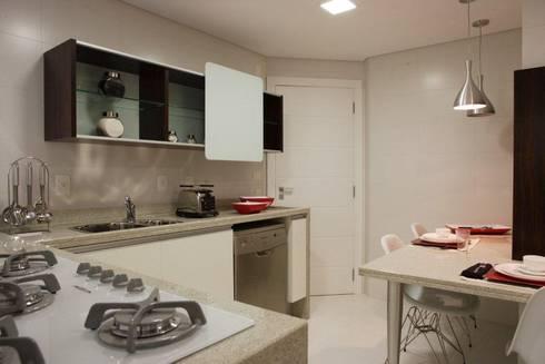 Projeto arquitetônico do apartamento decorado do Porto Atlantico.: Cozinhas ecléticas por ArchDesign STUDIO