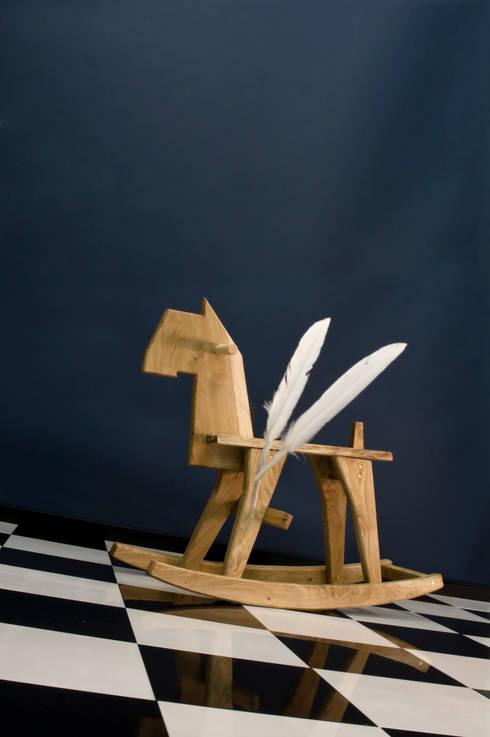 Rocking Horse: moderne Kinderkamer door Bo Reudler Studio