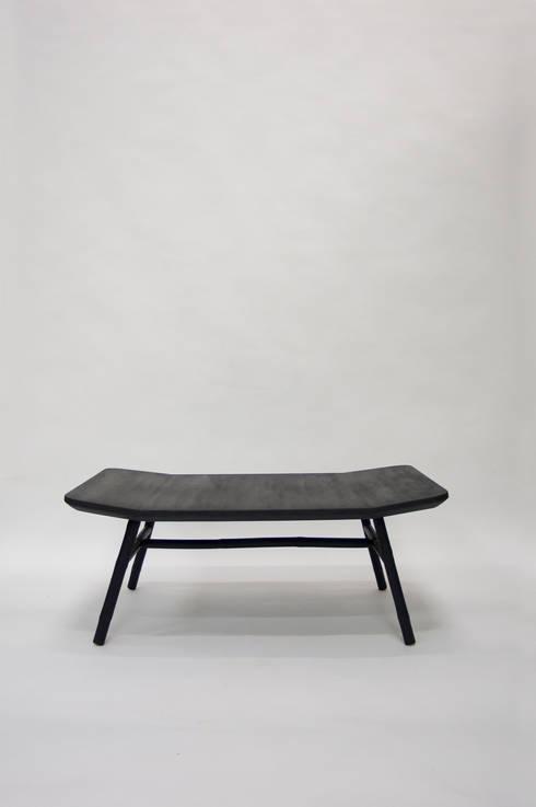 Bamboo Windsor Coffee Table: moderne Woonkamer door Bo Reudler Studio