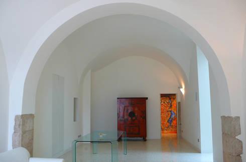 Casa Apice Bellini: Soggiorno in stile in stile Moderno di raffaele iandolo architetto