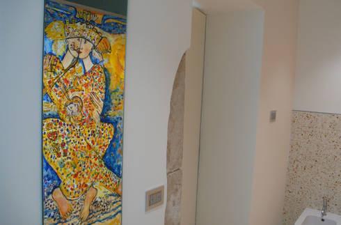 Casa Apice Bellini: Bagno in stile in stile Moderno di raffaele iandolo architetto