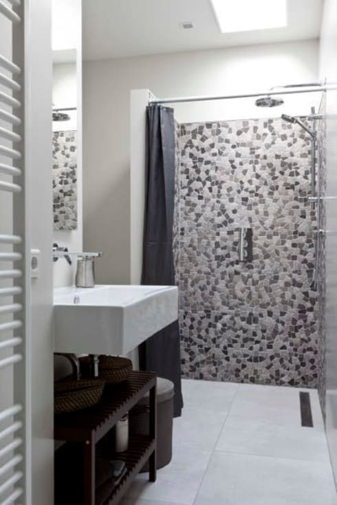 Renesse Beachhouse: moderne Badkamer door Smeele | ontwerpt & realiseert