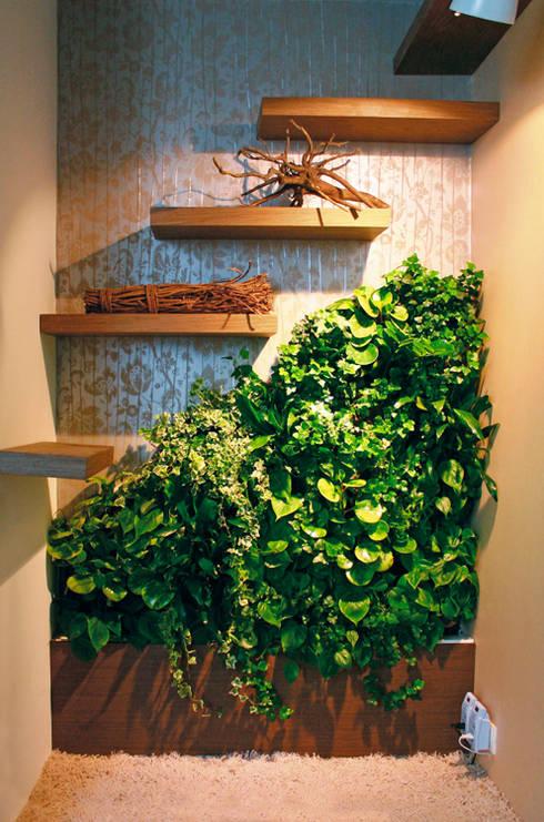 Маленькая фитостена в кабинете: Озеленение  в . Автор – RaStenia