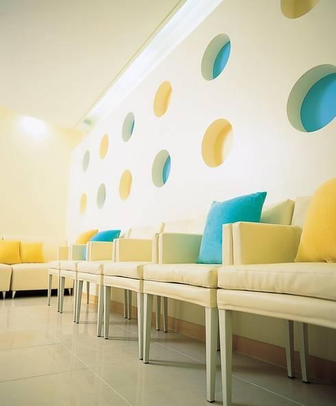 경희 키즈 한의원 Kid's & Junior Oriental Medicine Clinic: 참공간 디자인 연구소의  병원