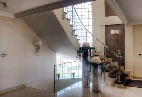 Escalera: Pasillos y vestíbulos de estilo  de Rubén Sánchez Albillo. Arquitecto