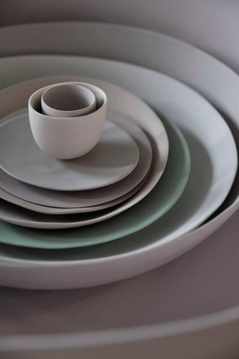Een menselijke maat: minimalistische Eetkamer door Studio Digna Kosse / Foodcurators