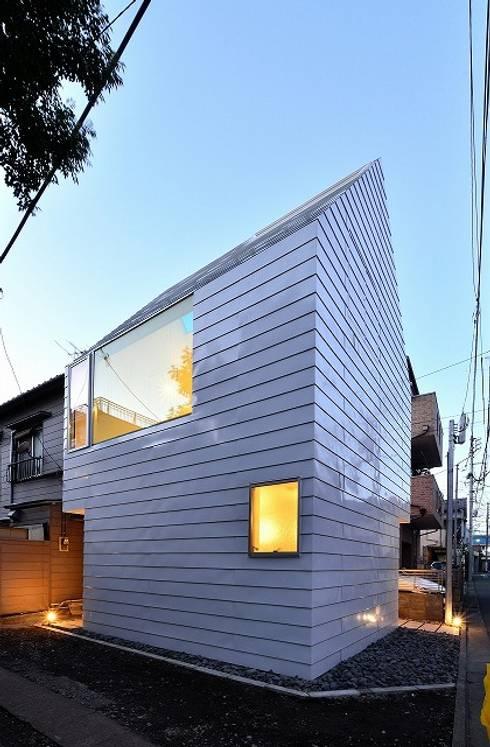 Casas de estilo  por Niji Architects/原田将史+谷口真依子
