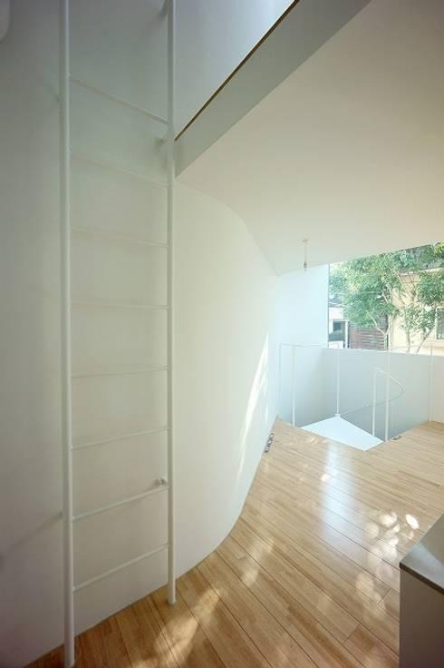 鷹番の長屋 / Townhouse in Takaban: Niji Architects/原田将史+谷口真依子が手掛けたダイニングです。