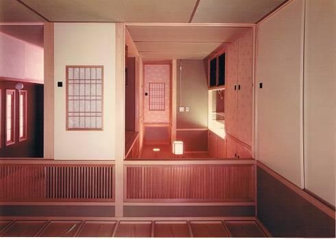 中庭に暮らすスペイン風パティオのある目白の家1回和室。ご母堂室: 株式会社 山本富士雄設計事務所が手掛けた和室です。