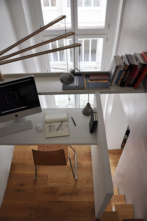 bureau mezzanine: Bureau de style  par LLARCHITECTES