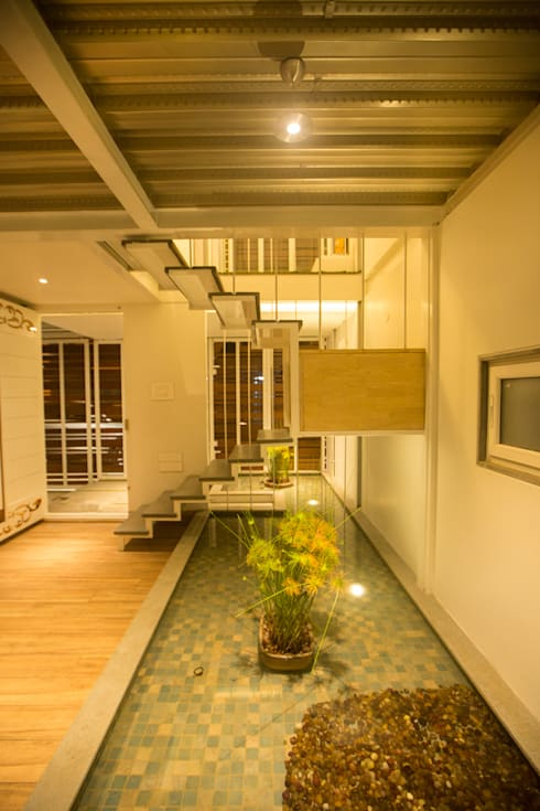 M House by Technoarchitecture:  Corridor & hallway by And Let There Be Lights