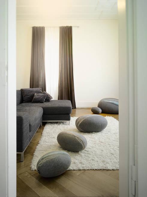 Appartement Stuttgart:  Woonkamer door Yeh Design