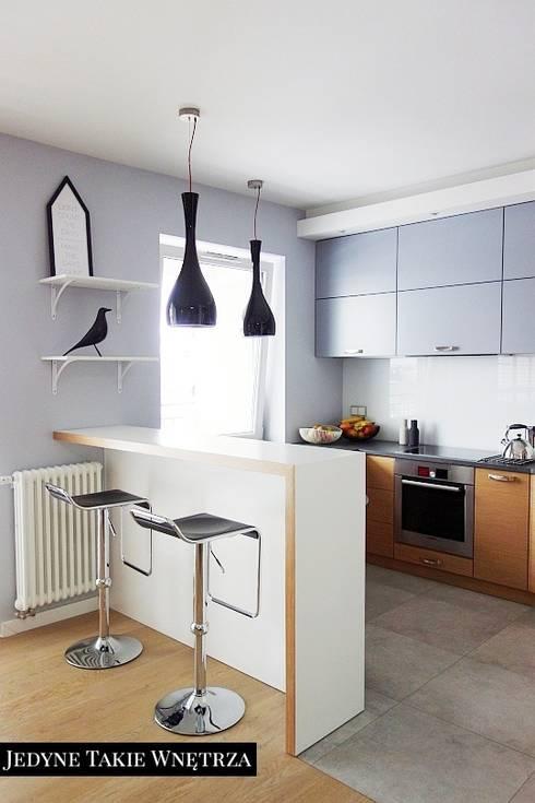 Skandynawskie inspiracje w salonie z kuchnią: styl , w kategorii Kuchnia zaprojektowany przez JedyneTakieWnętrza